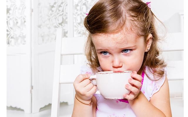 девочка и чай